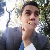 Alex Rivera, autor del poema'Con tu luz''
