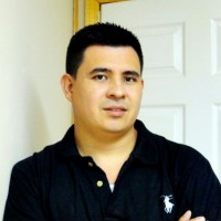 Jorge Menelio Trochez, autor del poema'TU AROMA''