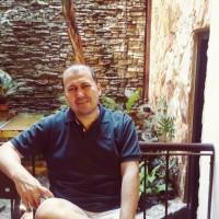 CarlosR, autor del poema'La peste''