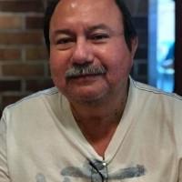 José María Flores López, autor del poema'Es tan extraño este amor ''