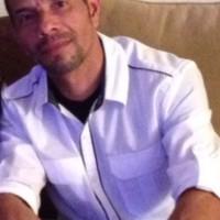 Raymond Sanchez, autor del poema'INDÓCILES EN REBELIÓN.''